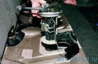 Снятие электробензонасоса с датчиком уровня топлива ВАЗ-2110, 2111, 2112