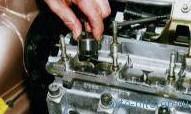 Замена маслоотражательных колпачков клапанов двигателей ВАЗ-2110, 2111
