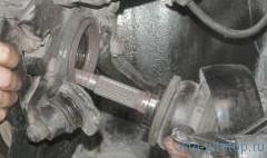 Снятие и установка приводов передних колес Шевроле-Нива