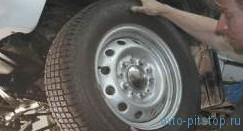 Проверка и регулировка  зазора в подшипниках  ступиц передних колес Шевроле-Нива
