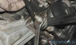 Замена пружины передней подвески Шевроле-Нива