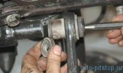 Снятие и установка нижнего рычага передней подвески Шевроле-Нива