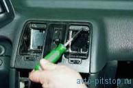 Снятие корпуса воздухораспределителя системы отопления и вентиляции ВАЗ 2110-2112