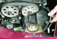 Снятие впускного трубопровода двигателя ВАЗ-21124