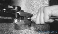 Снятие и установка наконечника рулевой тяги и замена чехла ВАЗ-2170
