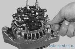 Проверка и замена регулятора напряжения со щеткодержателем на генераторе 5102.3771